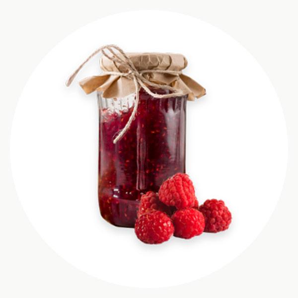 Mermelada natural de frutos rojos en tarro de vidrio