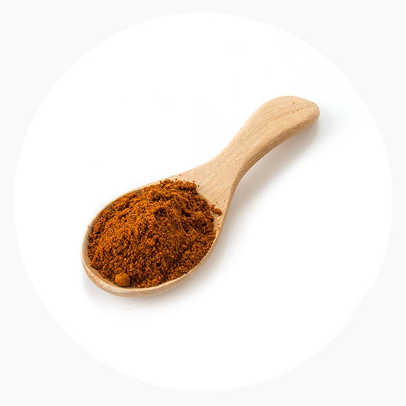 Especie natural y ecologica molida en cuchara de madera