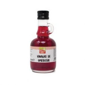 Vinagre de Umeboshi en un bote de cristal