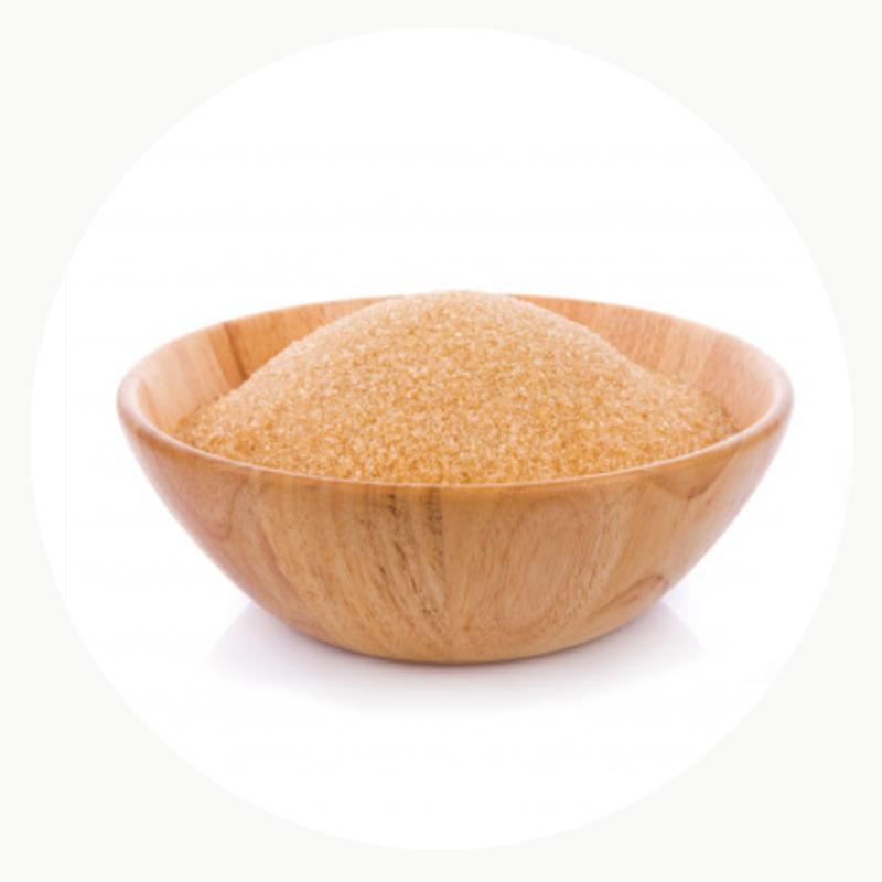 Azúcar ecológico en un cuenco de madera