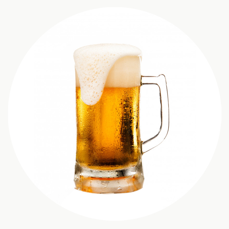 Jarra de cerveza ecológica refrescante con espuma