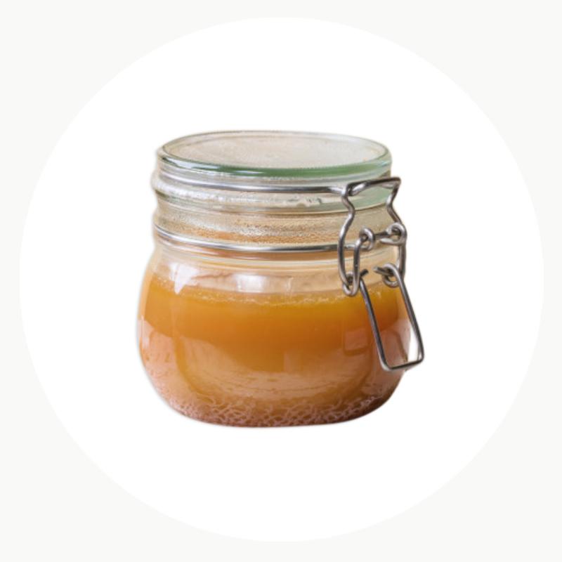 Sirope ecológico en un tarro de vidrio con cierre hermético