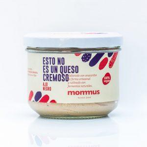 Queso vegano cremoso al Ajo Negro Mommus elaborado con anacardos de forma artesanal y cultivado con fermentos naturales