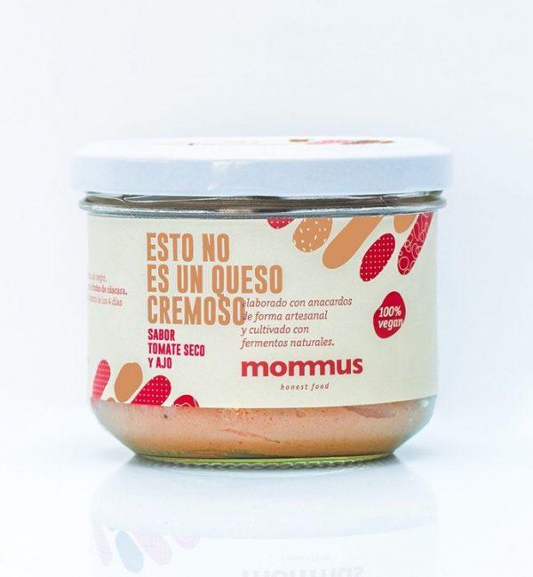 Queso Vegano Cremoso elaborado con anacardos con sabor a tomate seco y ajo